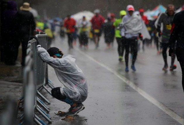 Boston Marathon: Heartbreak Hill dal někomu řádně zabrat.