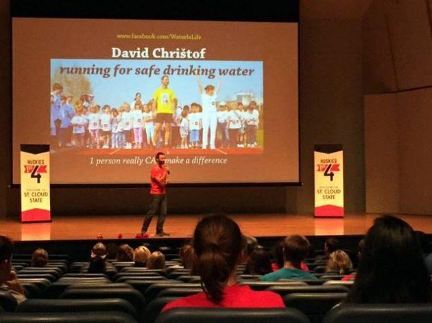 Nedílnou součástí Davidových běhů jsou také přednášky.