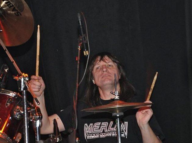 Aleš Zimolka byl bubeníkem kapely Empire.