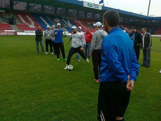 Pod dohledem Pavla Horvátha si hokejisté zastříleli penalty na Matúše Kozáčika.