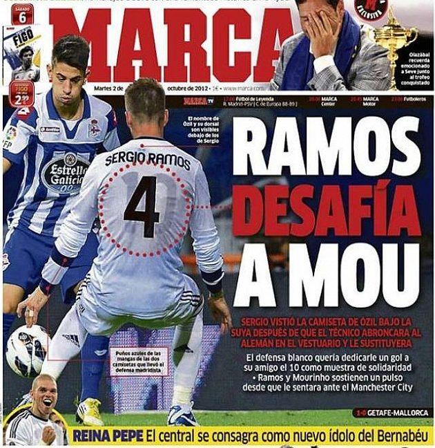 Deník Marca si všiml, jak Sergio Ramos oblékl pod dres triko Mesuta Özila.