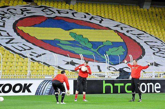 Fotbalisté Plzně při tréninku na stadiónu Fenerbahce. Tribuny budou stejně vypadat i při čtvrtečním utkání.