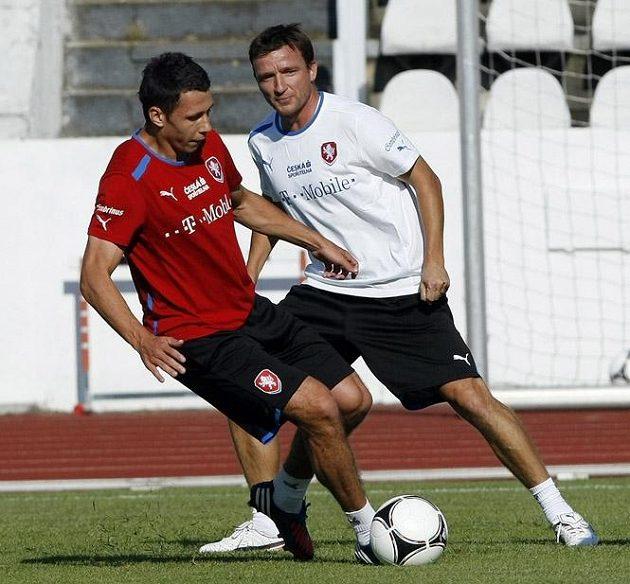 Marek Suchý (vpředu) v souboji s manažerem Vladimírem Šmicrem.