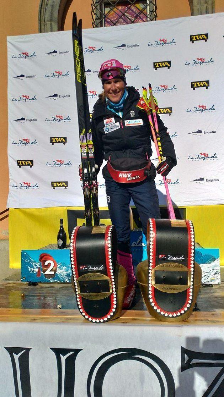 Kateřina Smutná na stupních vítězů po triumfu v závodu La Diagonela.