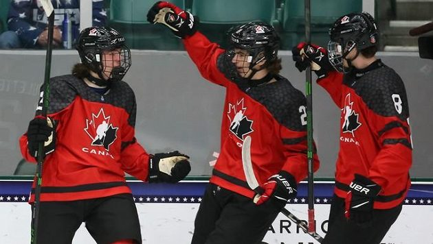 Mladí hokejisté Kanady slaví, ve čtvrtfinále MS hráčů do 18 let dali Česku deset gólů.