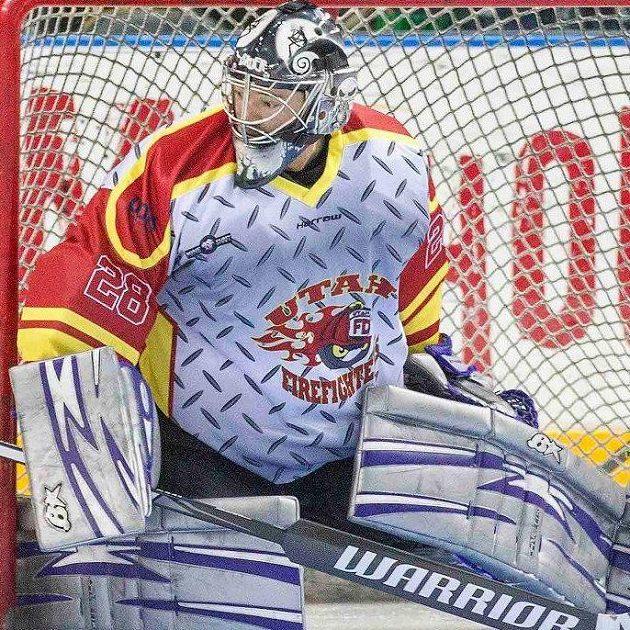 Třiačtyřicetiletý hasič Jay Stevens oblékl hokejovou výstroj brankáře a šel opravdu chytat za Utah Grizzlies.