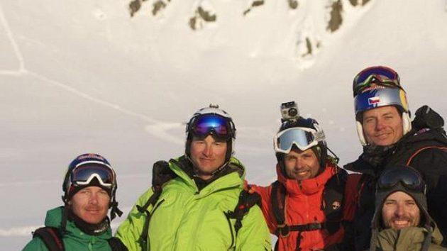 Martin Černík, Michal Novotný, Robin Kaleta a Tomáš Kraus se svým průvodcem na Aljašce.