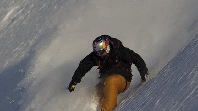 Tomáš Kraus na jednom ze strmých svahů hor na Aljašce.