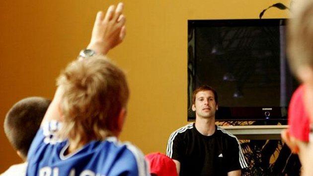 Petr Čech také odpovídal na zvídavé dotazy mladých brankářů.