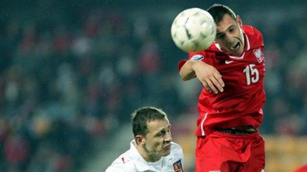 Zdeněk Pospěch v souboji s polským fotbalistou Obraniacem