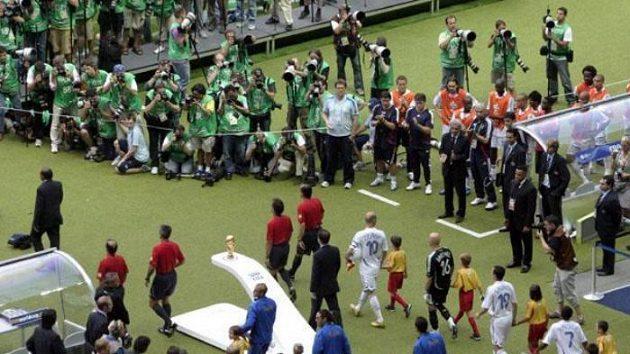 Fotbalisté Itálie a Francie nastupují k finálovému utkání MS.