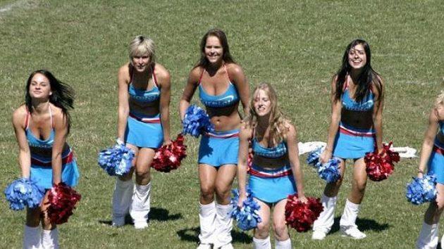 Diváky dostaly svým poločasovým vystoupením do varu Eurotel Cheerleaders.