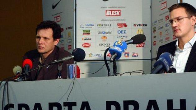 Viceprezident Sparty Daniel Křetínský (vpravo) a kouč Stnislav Griga na tiskové konferenci
