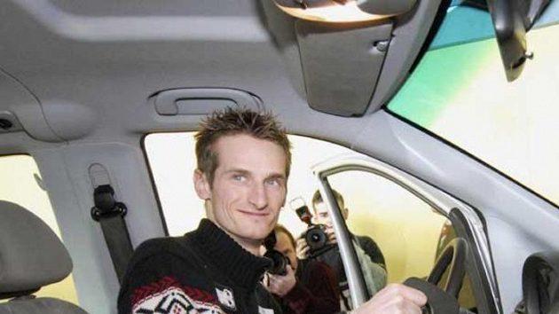 Jakub Janda dostal na rok k užívání Mercedes-Benz Viano.