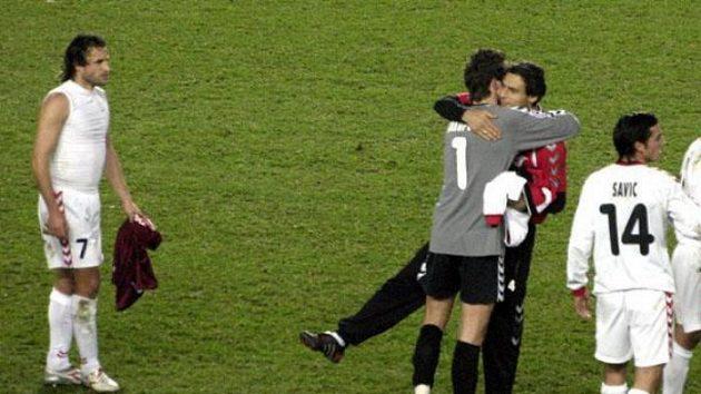 Radost fotbalistů Thunu po zápase na Spartě