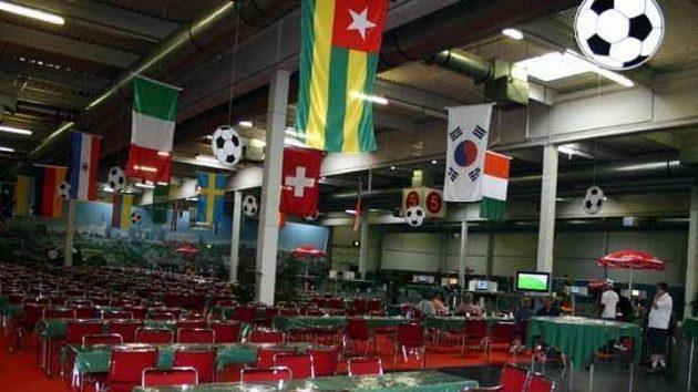 Jídelní hala ve FanCampu v Dortmundu