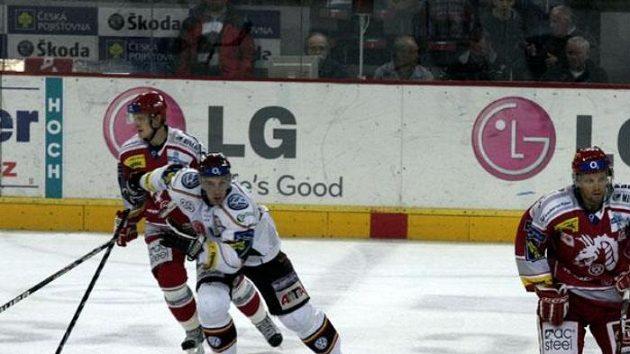 Útočník hokejové Sparty Jakub Koreis během utkání proti Třinci