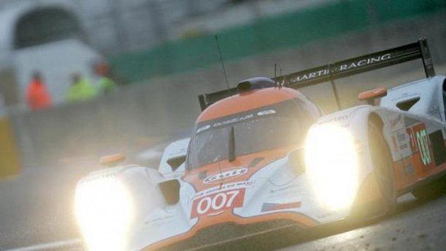 Prototyp Aston Martin posádky Charouz, Enge, Mücke při tréninku na 24 hodin Le Mans.