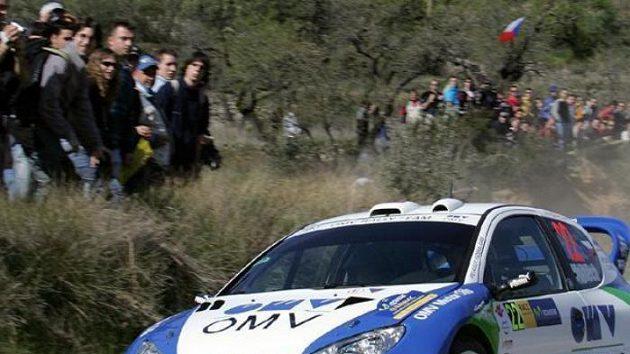 Český jezdec Štěpán Vojtěch s navigátorem Michalem Ernstem na Katalánské rallye