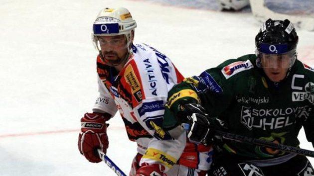 Hokejista Slavie Josef Beránek s Václavem Skuhravým z Karlových Varů