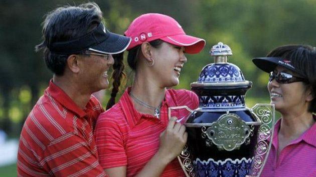 Americká golfistka Michelle Wieová se svými rodiči
