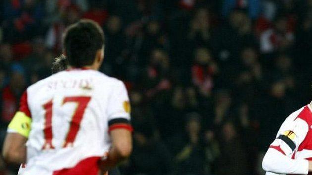 Slávista Petr Janda (vpravo) oslavuje svůj gól do sítě Valencie.