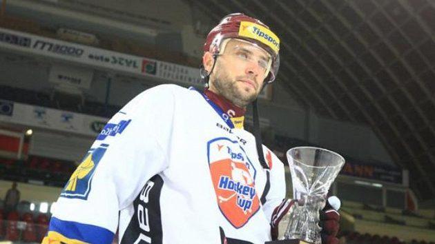 Kapitán Sparty David Výborný s pohárem pro vítěze Tipsport Cupu