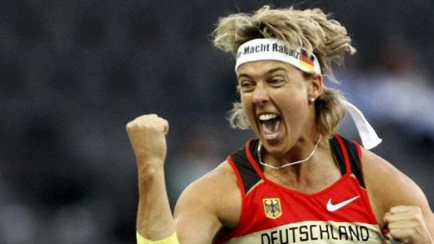 Oštěpařka Steffi Neriusová během finále mistrovství světa v Berlíně