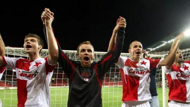 Radost fotbalistů Slavie po utkání proti Slovácku.