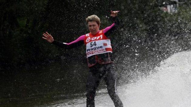 Bežkyně na lyžích Kateřina Neumannová lyžoval na vodě
