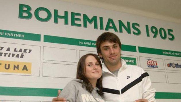 Bývalý fotbalista Bohemians 1905 Jan Morávek (vpravo) s přítelkyní