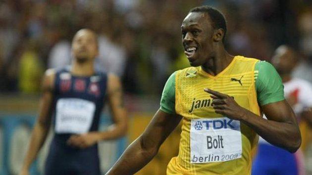 Jamajský sprinter Usain Bolt se raduje ze svého druhého světového rekordu (19,19), který v Berlíně zaběhl tentokrát na trati 200 metrů.