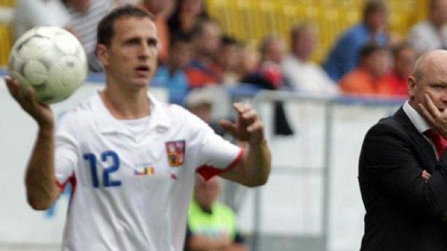 Trenér české fotbalové reprezentace Ivan Hašek (vpravo) v Teplicích v přátelském utkání proti Belgii
