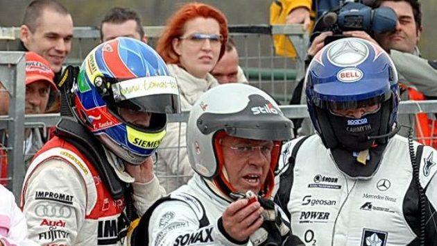 Jezdecká debata na Hungaroringu. Zleva Tomáš Kostka, Václav Nimč a Antonín Charouz.