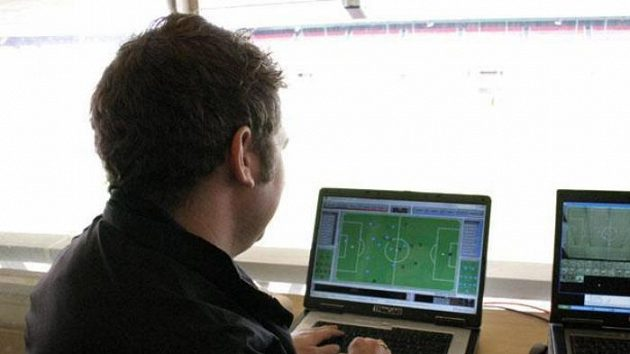 Na monitoru zle sledovat aktuální pozici všech hráčů.