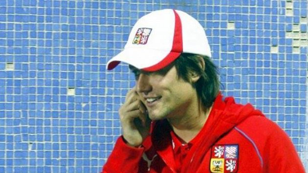 Tomáš Rosický během zápasu na Slovensku