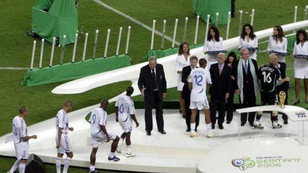Poražení finalisté z Francie si jdou pro stříbrné medaile.