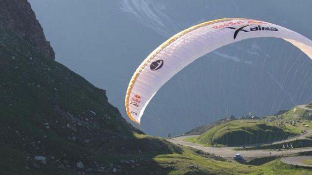 Zase o kousek blíž Monaku. Jan Škrabálek při závodu Red Bull X-Alps.