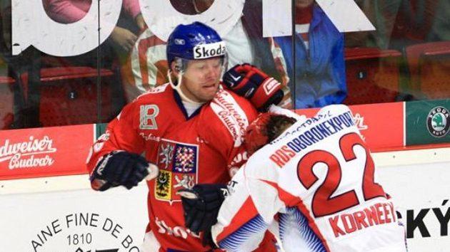 Josef Vašíček v bitce s ruským hokejistou Kornějevem