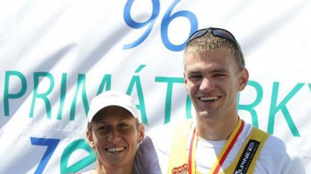 Česká skifařka Miroslava Knapková (vlevo) a skifař Ondřej Synek