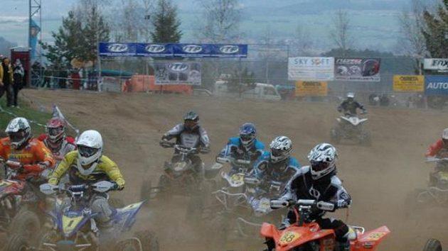 Závod MČR v quadcrossu v Kramolíně.