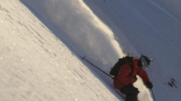 Robin Kaleta na jednom ze strmých svahů hor na Aljašce.