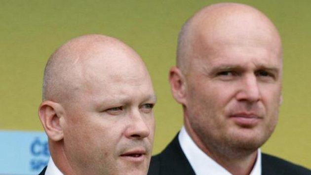 Trenérské duo české fotbalové reprezentace Ivan Hašek (vlevo) a Michal Bílek