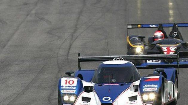Posádka Jan Charouz, Stefan Mücke vybojovala s vozem Lola Aston Martin (vpředu) osmé místo v závodu 1000 kilometrů Monzy.