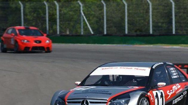 Vůz Sauto.cz Racing Teamu pilotovaný posádkou Antonín Charouz, Jarek Janiš, Peter Kox a Václav Nimč při kvalifikaci na Jarní cenu Brna.