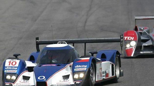 Posádka Jan Charouz, Stefan Mücke vybojovala s vozem Lola Aston Martin (vlevo) osmé místo v závodu 1000 kilometrů Monzy.