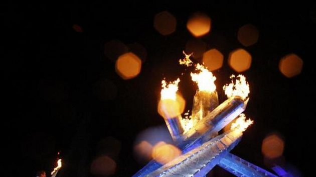 Legendární Wayne Gretzky při zapalování olympijského ohně