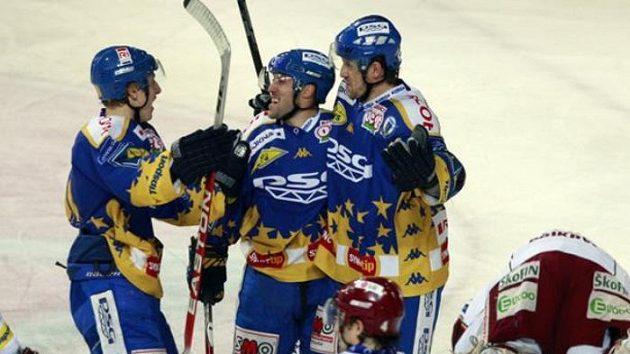 Vítězna radost hokejistů Zlína na ledě Sparty.