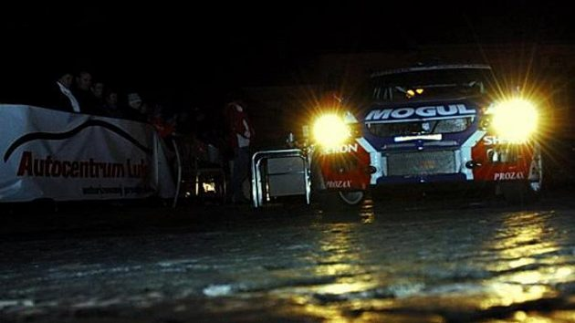 Roman Kresta s vozem Mitsubishi Lancer EVO IX na trati Valašské rallye.