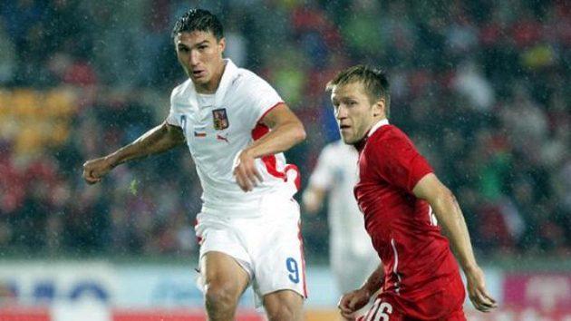 Michal Papadopulos (vlevo) v souboji s polským fotbalistou Blaszcykowski